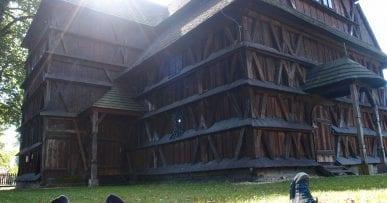 Drevený kostolík Hronsek a Relax